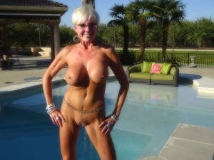 Zoey domina escort in Weinstadt